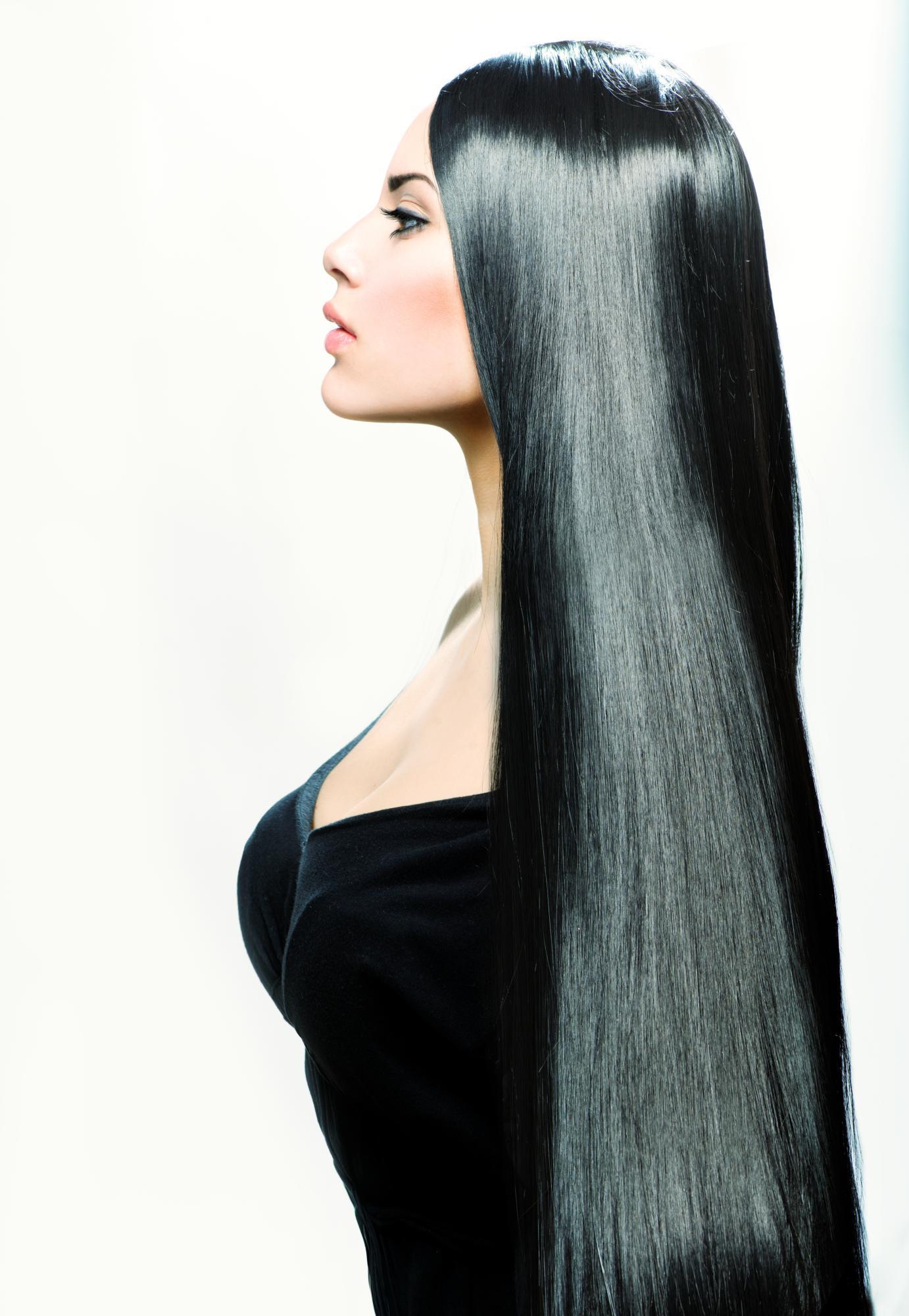 Фото девушек с длинными черными волосами со спины черно-белые